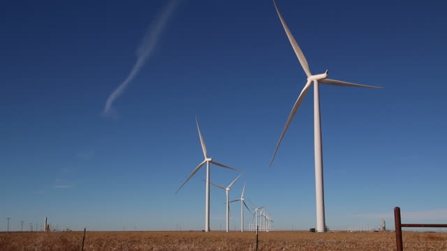 HD-video-Vega wind turbine farm mit Pflanzen, Texas