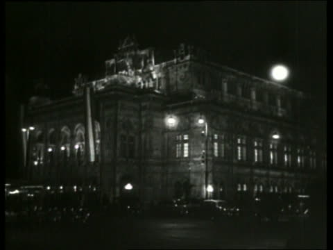 B/W Vienna Opera House at night / Austria / NO SOUND
