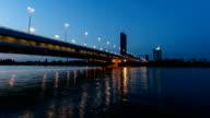 Reichsbrücke Wien bei Nacht-Zeitraffer