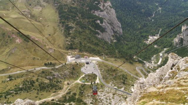 Blick von der Seilbahn zum Lagazuoi Fame-Pass