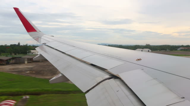 View of airplane wing : landing