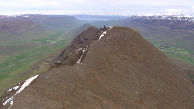 WS AERIAL View of arete between two post glacial valleys / Iceland