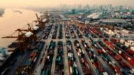Blick auf Fracht Schiff in cargo-terminal