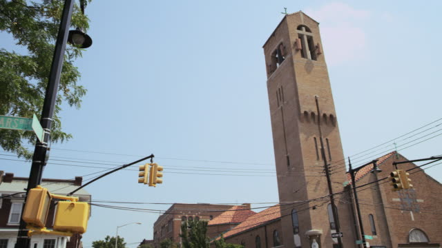 WS PAN TU TD View of Church on Queens Corner / New York, United States