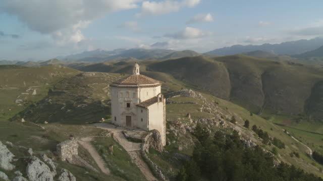 WS T/L View of cloud moving on Church di Santa Maria de la Pieta   / Rocca Calascio, Abruzzo, Italie