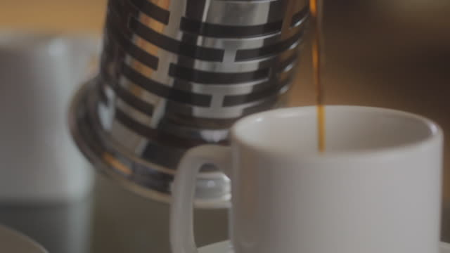 CU View of coffee pouring into mug / Seattle, WA, United States