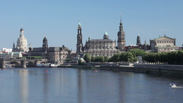 ws view of dresden skyline and elbe river dresden saxony. Black Bedroom Furniture Sets. Home Design Ideas