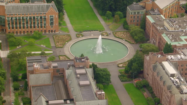 WS AERIAL View of Drumheller fountain at University campus / Seattle, Washington, United States