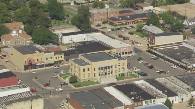 WS AERIAL View of Dunklin County Courthouse / Kennett, Missouri, United States