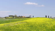 WS View of farm house in Tuscany hill landscape / Crete, Siena, Tuscany, Italy