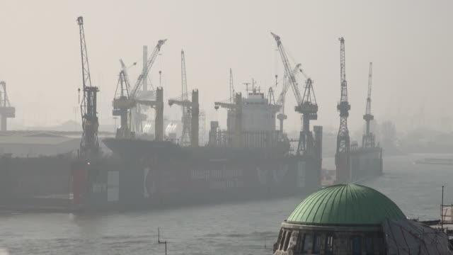 MS View of floating dock at foggy climate / Hamburg, Hamburg, Germany