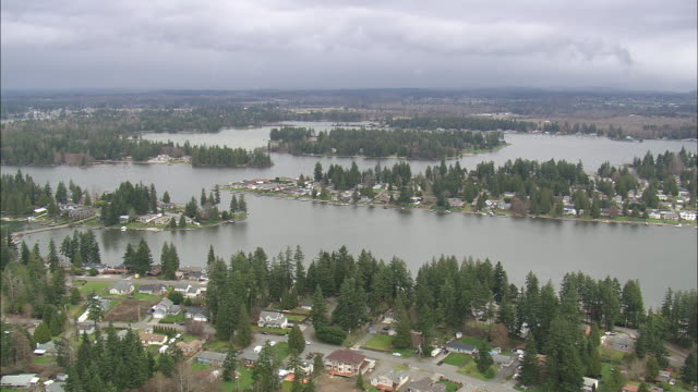 WS AERIAL ZI View of houses at lake tapps / Washington, United States