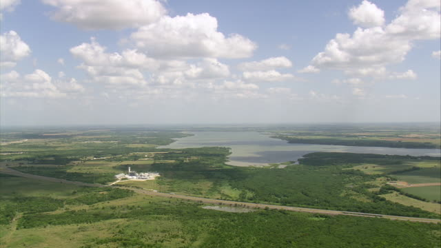 WS AERIAL View of Lake south of Dallas / Texas, United States