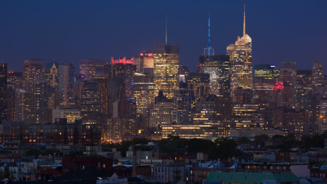 T/L View of Midtown Manhattan skyline at dusk