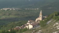 WS View of Mountain village / Calascio, Abruzzo, Italie