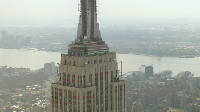 WS AERIAL View of Observation Deck at Empire state building / New York, United States