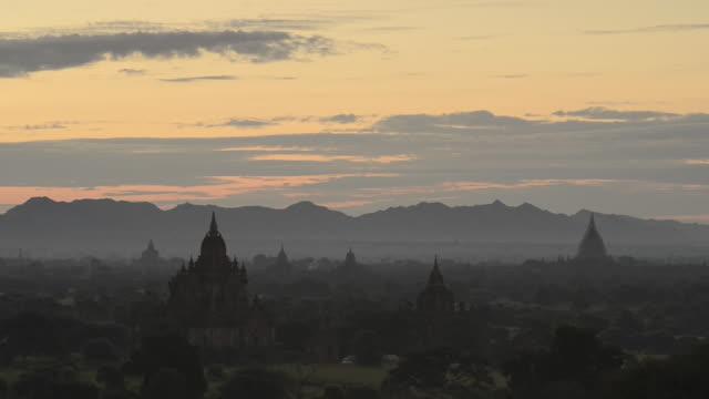WS View of Over ancient temples at Pagodas field of Bagan / Bagan, Mandalay Division, Myanmar