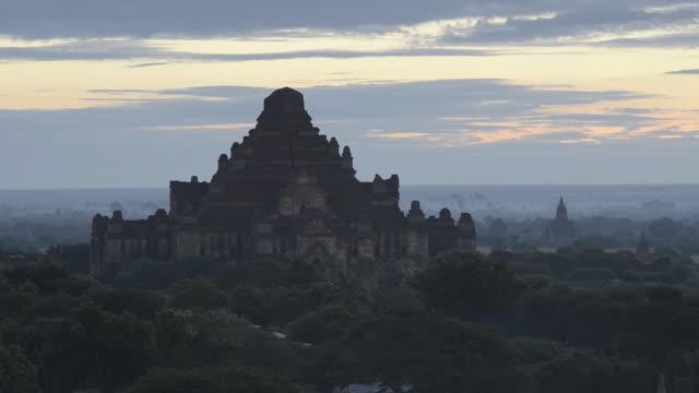 WS View of Over Dhammayangyi temple at Pagodas field of Bagan / Bagan, Mandalay Division, Myanmar