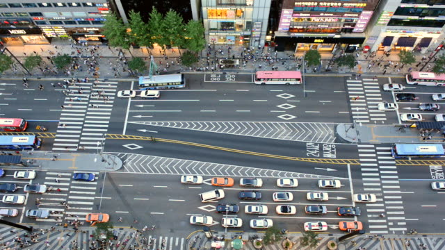 WS View of People crossing and traffic at Gangnam Area / Seoul, South Korea