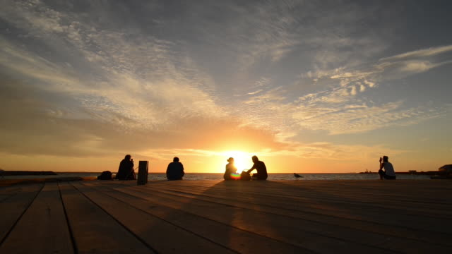 WS View of people sitting and enjoying sunset at jetty / Perth, Western Australia, Australia