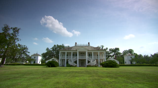 WS View of Plantation house / New Orleans, Louisiana, United States