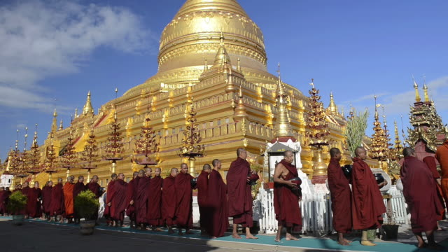 WS View of Procession of Buddhist monks at Full Moon Festival in front of golden Stupa of Shwezigon Pagoda / Bagan, Mandalay Division, Myanmar