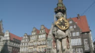 WS PAN View of Roland statue at market square / Bremen, Germany