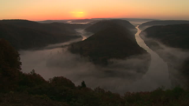 WS T/L View of Saarschleife with fog at mornig / Mettlach, Saarland, Germany