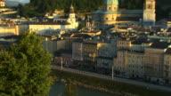 ZO, HA, WS, View of Salzburg with Festung Hohensalzburg (Salzburg Fortress) in distance, Austria