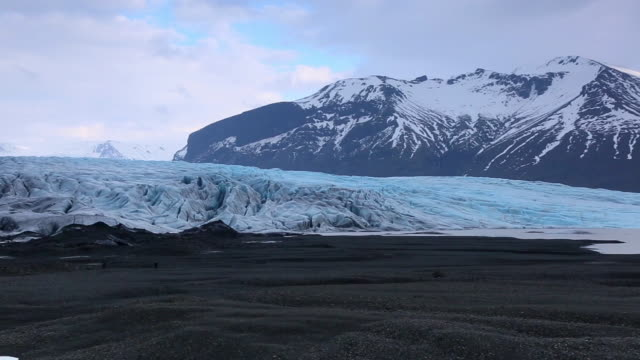 WS PAN View of Skaftafellsjokull Glacier and snow mountains at Skaftafell national park / Iceland