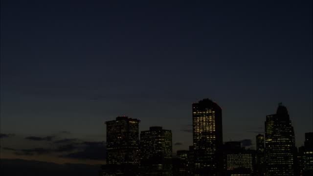 WS TD View of skyline Manhattan at night / New York, United States