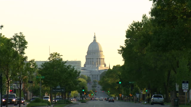 MS View of State capitol at end of avenue / Madison, Wisconsin, United States