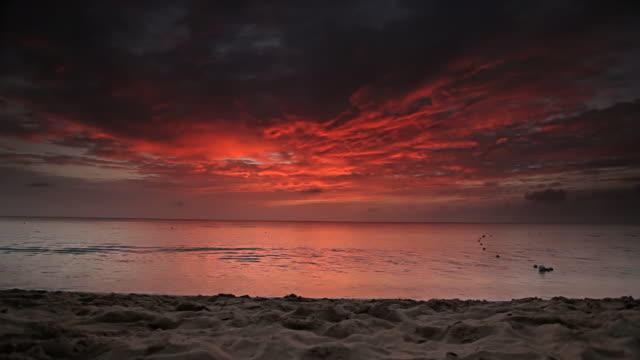 WS View of sunset over ocean beach on Paynes Bay / Holetown, St. James, Barbados