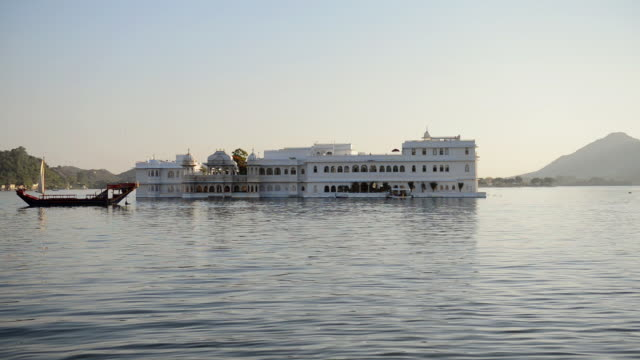 WS View of Taj Lake Palace at Lake Pichola / Udaipur, Utter Pradesh, India