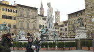 WS T/L View of Tourists walk at Piazza della Signoria with Neptun fountain / Florence, Tuscany, Italy