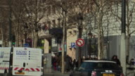 MS PAN View of traffic on city street and champs-elysees / Paris, France