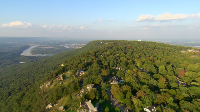 WS AERIAL View of upscale residential community with mountain and river below / Chattanooga, Tennessee, United States