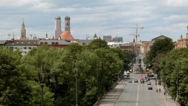 Blick über Maximilianstraße in München