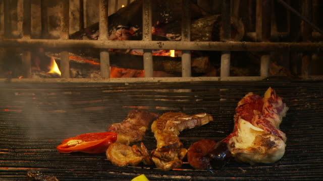 View the scene of preparing fried food
