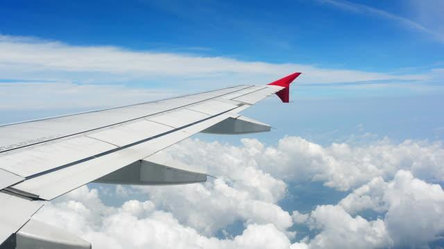 Blick aus dem Flugzeug-Fenster