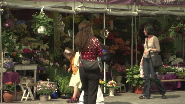 Viktualienmarkt, marketplace, people, booth, flower, little girl