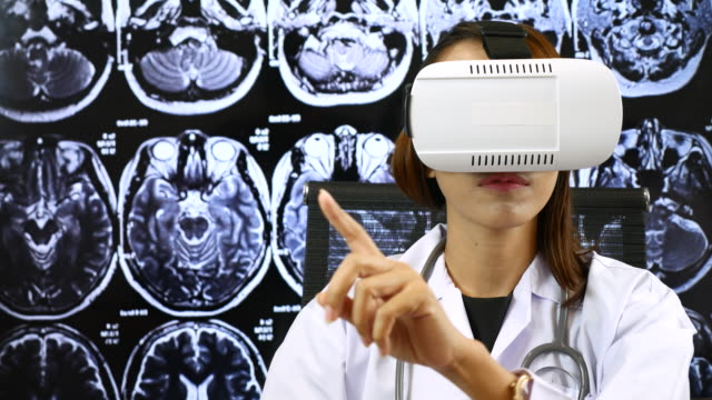 Virtual reality headset for healthcare practitioner, Brain X-ray image