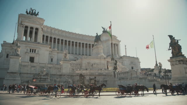Vittorio Emanuele Monument: everyday life in Rome