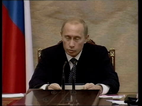 Vladimir Putin at head of table speaking Other cabinet members SEQ Moscow trading room
