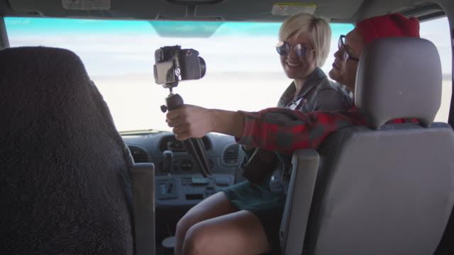 Vlogs in ihrem Van