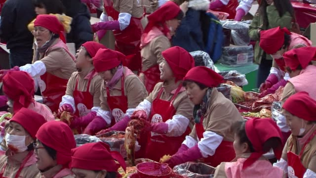 2300 volunteers make 250 tonnes of kimchi in downtown Seoul to share with the less fortunate