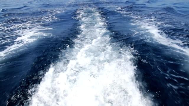 Scia della barca a motore.
