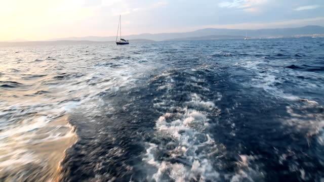 Scia della barca a vela Barca a vela