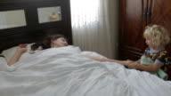 Aufwachen Mommy