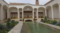 Wandern rund um iranische öffentlichen traditionelles Haus